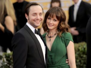 40 Celebrities who surprise all by marrying ugly spouses